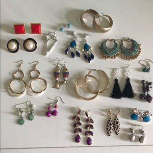 Lot of 19 earrings